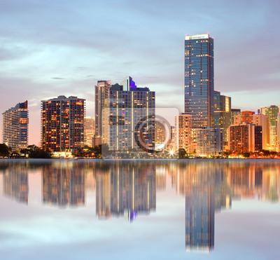 Постер Майами Майами, Флорида зданий панорамаМайами<br>Постер на холсте или бумаге. Любого нужного вам размера. В раме или без. Подвес в комплекте. Трехслойная надежная упаковка. Доставим в любую точку России. Вам осталось только повесить картину на стену!<br>