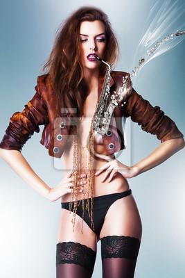 Довольно великолепные эротические женщина в коричневой куртке и панталонах с пт, 20x30 см, на бумагеФотоэротика<br>Постер на холсте или бумаге. Любого нужного вам размера. В раме или без. Подвес в комплекте. Трехслойная надежная упаковка. Доставим в любую точку России. Вам осталось только повесить картину на стену!<br>
