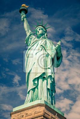 Постер Нью-Йорк Статуя СвободыНью-Йорк<br>Постер на холсте или бумаге. Любого нужного вам размера. В раме или без. Подвес в комплекте. Трехслойная надежная упаковка. Доставим в любую точку России. Вам осталось только повесить картину на стену!<br>