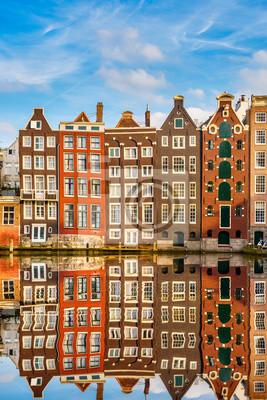 Постер Нидерланды Традиционный голландский зданий, АмстердамНидерланды<br>Постер на холсте или бумаге. Любого нужного вам размера. В раме или без. Подвес в комплекте. Трехслойная надежная упаковка. Доставим в любую точку России. Вам осталось только повесить картину на стену!<br>