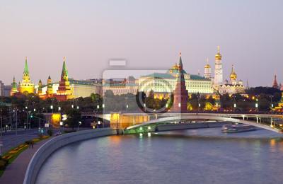 Постер Города и карты Вид Московского Кремля, 31x20 см, на бумагеМосква<br>Постер на холсте или бумаге. Любого нужного вам размера. В раме или без. Подвес в комплекте. Трехслойная надежная упаковка. Доставим в любую точку России. Вам осталось только повесить картину на стену!<br>