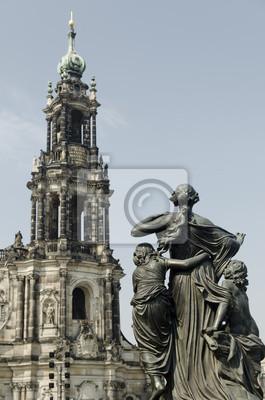 Постер Дрезден Статуя в Историческом ДрезденДрезден<br>Постер на холсте или бумаге. Любого нужного вам размера. В раме или без. Подвес в комплекте. Трехслойная надежная упаковка. Доставим в любую точку России. Вам осталось только повесить картину на стену!<br>