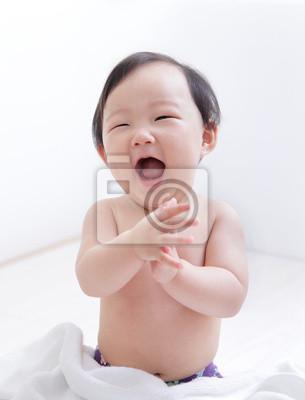Постер Возбужденные милой детской улыбкой лицоДети<br>Постер на холсте или бумаге. Любого нужного вам размера. В раме или без. Подвес в комплекте. Трехслойная надежная упаковка. Доставим в любую точку России. Вам осталось только повесить картину на стену!<br>