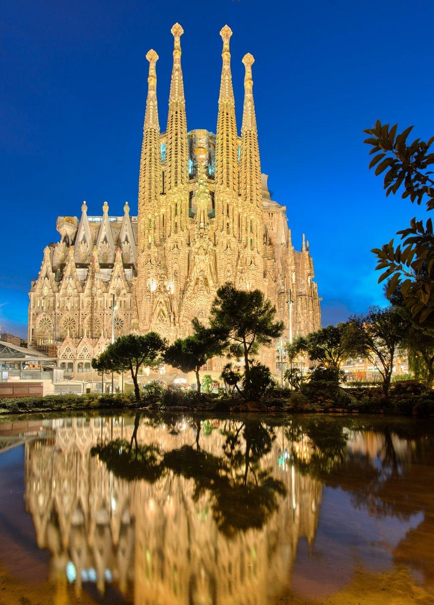 Постер Барселона Sagrada Familia ночью, БарселонаБарселона<br>Постер на холсте или бумаге. Любого нужного вам размера. В раме или без. Подвес в комплекте. Трехслойная надежная упаковка. Доставим в любую точку России. Вам осталось только повесить картину на стену!<br>