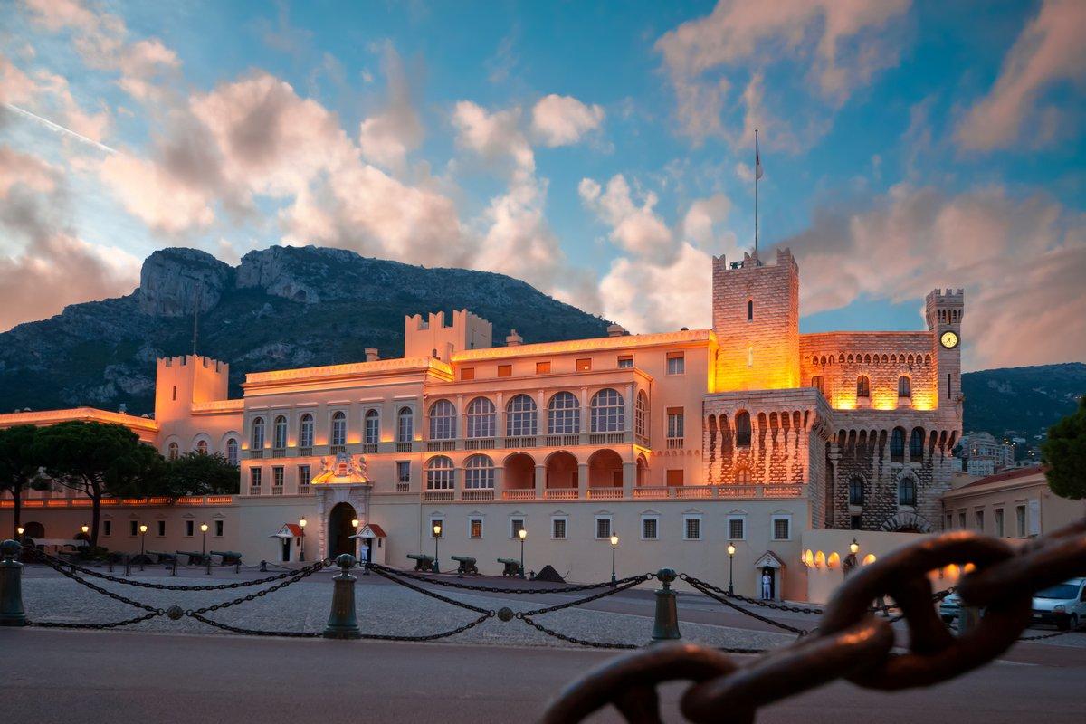 Постер Монако Дворец принца Монако, официальной резиденции ЦаряМонако<br>Постер на холсте или бумаге. Любого нужного вам размера. В раме или без. Подвес в комплекте. Трехслойная надежная упаковка. Доставим в любую точку России. Вам осталось только повесить картину на стену!<br>