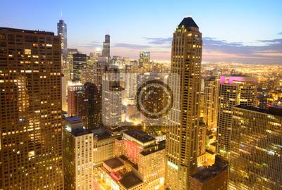 Постер Чикаго Чикаго skyline ночьюЧикаго<br>Постер на холсте или бумаге. Любого нужного вам размера. В раме или без. Подвес в комплекте. Трехслойная надежная упаковка. Доставим в любую точку России. Вам осталось только повесить картину на стену!<br>