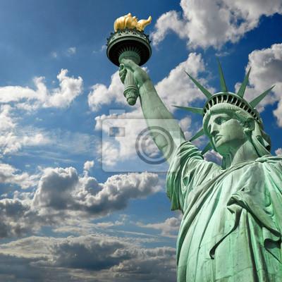 Постер Нью-Йорк Статуя de la libert? carr?, ciel et nuages - Нью-Йорк, СШАНью-Йорк<br>Постер на холсте или бумаге. Любого нужного вам размера. В раме или без. Подвес в комплекте. Трехслойная надежная упаковка. Доставим в любую точку России. Вам осталось только повесить картину на стену!<br>