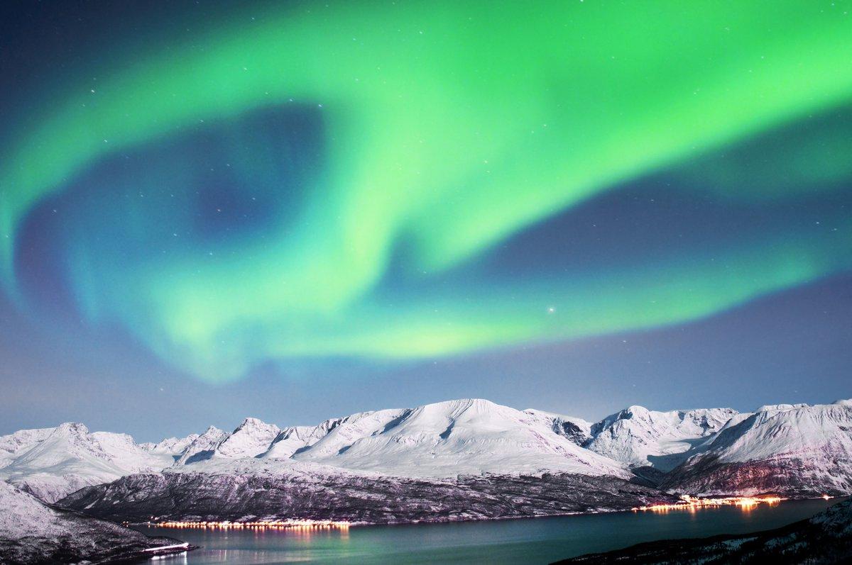 Постер Зима Северное сияние над фьорды в НорвегииЗима<br>Постер на холсте или бумаге. Любого нужного вам размера. В раме или без. Подвес в комплекте. Трехслойная надежная упаковка. Доставим в любую точку России. Вам осталось только повесить картину на стену!<br>