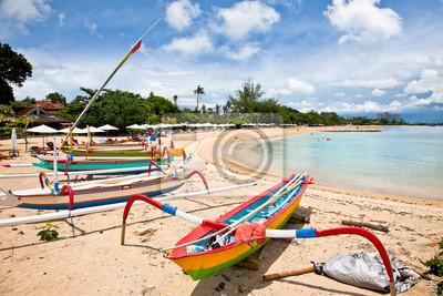 Постер Индонезия Традиционные рыбацкие лодки на пляже в сануре на БалиИндонезия<br>Постер на холсте или бумаге. Любого нужного вам размера. В раме или без. Подвес в комплекте. Трехслойная надежная упаковка. Доставим в любую точку России. Вам осталось только повесить картину на стену!<br>