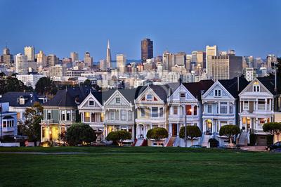 Постер Сан-Франциско Аламо Площади в сумеркахСан-Франциско<br>Постер на холсте или бумаге. Любого нужного вам размера. В раме или без. Подвес в комплекте. Трехслойная надежная упаковка. Доставим в любую точку России. Вам осталось только повесить картину на стену!<br>