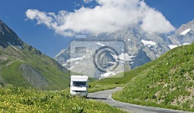 Постер Альпийский пейзаж Французские Альпы,дорога с колесах, RV. Франция.Альпийский пейзаж<br>Постер на холсте или бумаге. Любого нужного вам размера. В раме или без. Подвес в комплекте. Трехслойная надежная упаковка. Доставим в любую точку России. Вам осталось только повесить картину на стену!<br>