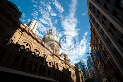 Постер Сидней Здание Королевы Виктории - Сидней, АвстралияСидней<br>Постер на холсте или бумаге. Любого нужного вам размера. В раме или без. Подвес в комплекте. Трехслойная надежная упаковка. Доставим в любую точку России. Вам осталось только повесить картину на стену!<br>