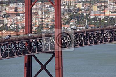 Постер Португалия Огромные дороги и железнодорожного моста в Лиссабон, ПортугалияПортугалия<br>Постер на холсте или бумаге. Любого нужного вам размера. В раме или без. Подвес в комплекте. Трехслойная надежная упаковка. Доставим в любую точку России. Вам осталось только повесить картину на стену!<br>
