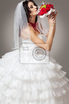 Постер Свадебный салон Молодая, красивая невеста, в белом платье.Свадебный салон<br>Постер на холсте или бумаге. Любого нужного вам размера. В раме или без. Подвес в комплекте. Трехслойная надежная упаковка. Доставим в любую точку России. Вам осталось только повесить картину на стену!<br>