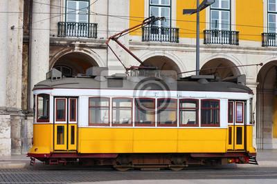Постер Лиссабон Типичный желтый поезд Лиссабон, ПортугалияЛиссабон<br>Постер на холсте или бумаге. Любого нужного вам размера. В раме или без. Подвес в комплекте. Трехслойная надежная упаковка. Доставим в любую точку России. Вам осталось только повесить картину на стену!<br>