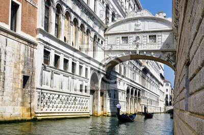 Постер Венеция Мост вздохов - Венеция 02Венеция<br>Постер на холсте или бумаге. Любого нужного вам размера. В раме или без. Подвес в комплекте. Трехслойная надежная упаковка. Доставим в любую точку России. Вам осталось только повесить картину на стену!<br>