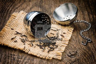 Постер Еда и напитки Металл чай infuser на деревянный стол, 30x20 см, на бумагеЧай<br>Постер на холсте или бумаге. Любого нужного вам размера. В раме или без. Подвес в комплекте. Трехслойная надежная упаковка. Доставим в любую точку России. Вам осталось только повесить картину на стену!<br>