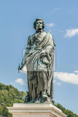 Постер Города и карты Моцарт статую на Площади Моцарта (Mozartplatz) в Зальцбург, Austri, 20x30 см, на бумагеЗальцбург<br>Постер на холсте или бумаге. Любого нужного вам размера. В раме или без. Подвес в комплекте. Трехслойная надежная упаковка. Доставим в любую точку России. Вам осталось только повесить картину на стену!<br>
