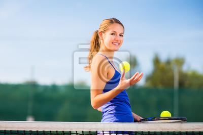 Постер Большой теннис Портрет симпатичной молодой теннисист с copyspaceБольшой теннис<br>Постер на холсте или бумаге. Любого нужного вам размера. В раме или без. Подвес в комплекте. Трехслойная надежная упаковка. Доставим в любую точку России. Вам осталось только повесить картину на стену!<br>
