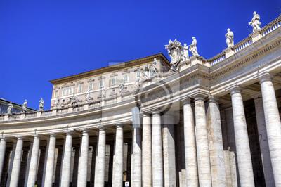 Постер Ватикан Сквозная колоннада, состоящая из базилики Святого Петра. Рома (Рим), ИталияВатикан<br>Постер на холсте или бумаге. Любого нужного вам размера. В раме или без. Подвес в комплекте. Трехслойная надежная упаковка. Доставим в любую точку России. Вам осталось только повесить картину на стену!<br>