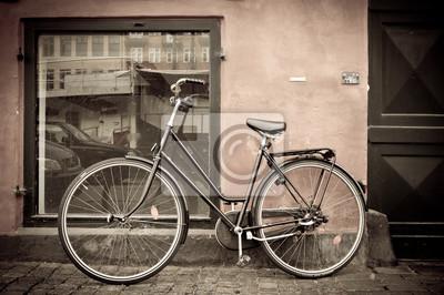 Постер Дания Классический винтаж ретро город велосипед в Copenhagen, ДанияДания<br>Постер на холсте или бумаге. Любого нужного вам размера. В раме или без. Подвес в комплекте. Трехслойная надежная упаковка. Доставим в любую точку России. Вам осталось только повесить картину на стену!<br>