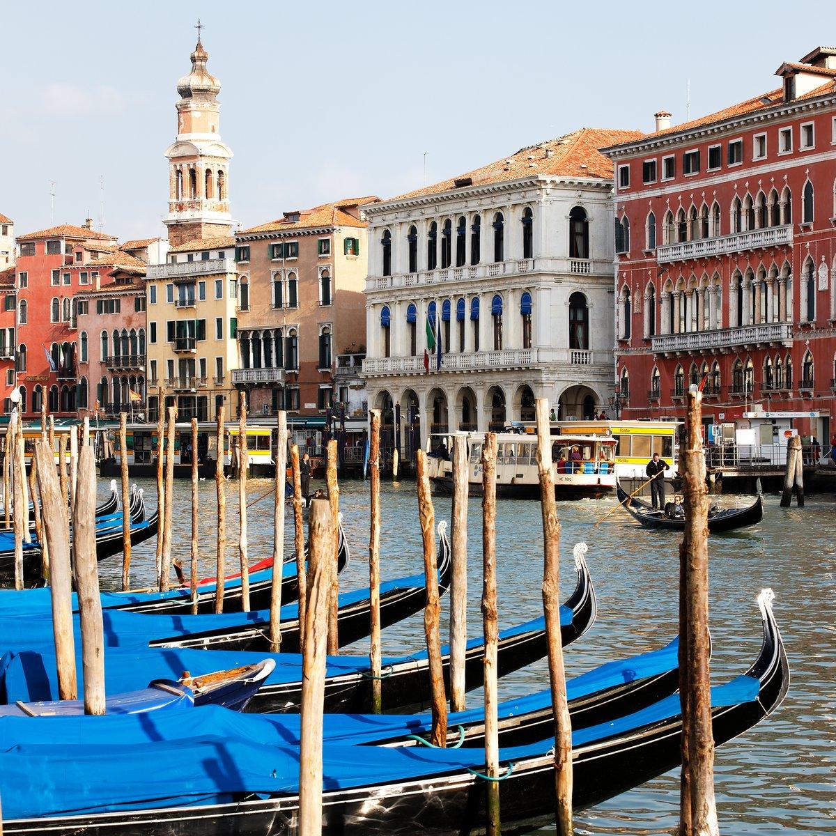 Постер Города и карты Знаменитая Венеция, 20x20 см, на бумагеВенеция<br>Постер на холсте или бумаге. Любого нужного вам размера. В раме или без. Подвес в комплекте. Трехслойная надежная упаковка. Доставим в любую точку России. Вам осталось только повесить картину на стену!<br>