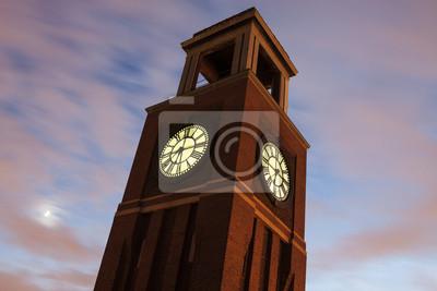 Постер Чикаго Clock Tower в Чикаго, 30x20 см, на бумагеЧикаго<br>Постер на холсте или бумаге. Любого нужного вам размера. В раме или без. Подвес в комплекте. Трехслойная надежная упаковка. Доставим в любую точку России. Вам осталось только повесить картину на стену!<br>