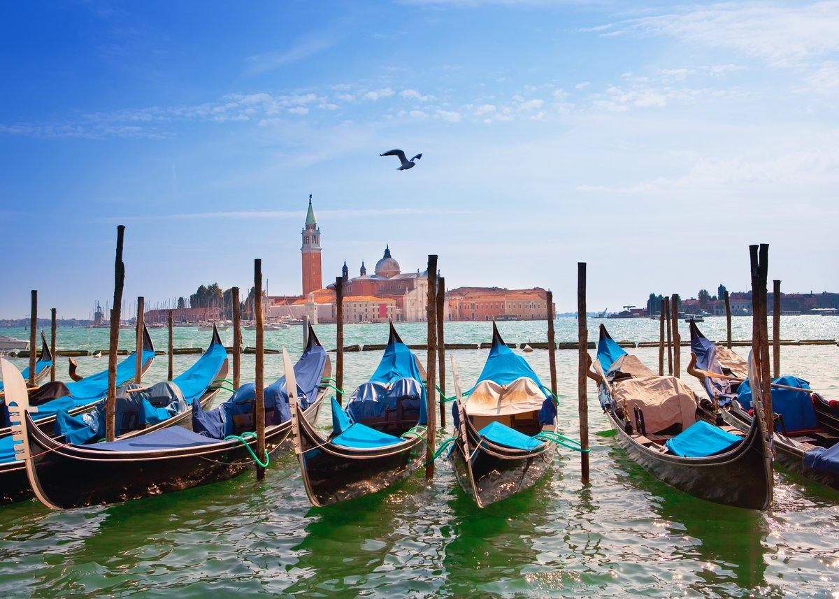 Постер Венеция Италия. Венеция. Гондолы на Канале Гранде..Венеция<br>Постер на холсте или бумаге. Любого нужного вам размера. В раме или без. Подвес в комплекте. Трехслойная надежная упаковка. Доставим в любую точку России. Вам осталось только повесить картину на стену!<br>