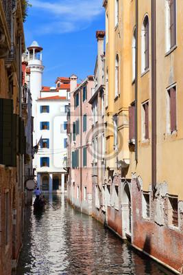 Постер Венеция Узкой улице. Дома по каналу. Венеция..Венеция<br>Постер на холсте или бумаге. Любого нужного вам размера. В раме или без. Подвес в комплекте. Трехслойная надежная упаковка. Доставим в любую точку России. Вам осталось только повесить картину на стену!<br>