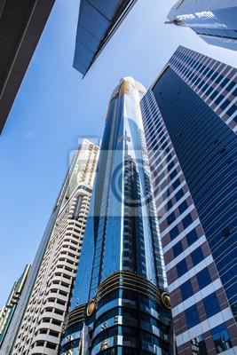 Постер Дубай Высокий роскошное здание небоскребаДубай<br>Постер на холсте или бумаге. Любого нужного вам размера. В раме или без. Подвес в комплекте. Трехслойная надежная упаковка. Доставим в любую точку России. Вам осталось только повесить картину на стену!<br>