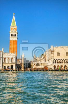 Постер Венеция Площади Сан-Марко в Венеции, Италия, как видно из лагуныВенеция<br>Постер на холсте или бумаге. Любого нужного вам размера. В раме или без. Подвес в комплекте. Трехслойная надежная упаковка. Доставим в любую точку России. Вам осталось только повесить картину на стену!<br>