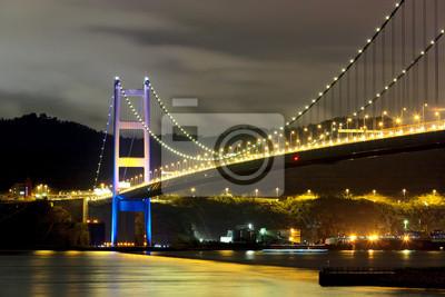 Постер Гонконг Tsing ma мост ночьюГонконг<br>Постер на холсте или бумаге. Любого нужного вам размера. В раме или без. Подвес в комплекте. Трехслойная надежная упаковка. Доставим в любую точку России. Вам осталось только повесить картину на стену!<br>