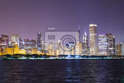 Постер Города и карты Chicago Downtown Skyline Ночью, 30x20 см, на бумагеЧикаго<br>Постер на холсте или бумаге. Любого нужного вам размера. В раме или без. Подвес в комплекте. Трехслойная надежная упаковка. Доставим в любую точку России. Вам осталось только повесить картину на стену!<br>
