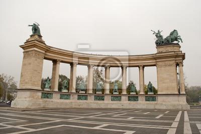 Постер Будапешт Площадь героев в Будапеште (Венгрия)Будапешт<br>Постер на холсте или бумаге. Любого нужного вам размера. В раме или без. Подвес в комплекте. Трехслойная надежная упаковка. Доставим в любую точку России. Вам осталось только повесить картину на стену!<br>