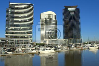 Постер Мельбурн Высотных зданий в docklands в Мельбурне, АвстралияМельбурн<br>Постер на холсте или бумаге. Любого нужного вам размера. В раме или без. Подвес в комплекте. Трехслойная надежная упаковка. Доставим в любую точку России. Вам осталось только повесить картину на стену!<br>