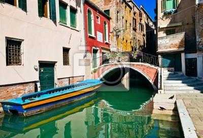 Постер Венеция Катер и мост в ВенецииВенеция<br>Постер на холсте или бумаге. Любого нужного вам размера. В раме или без. Подвес в комплекте. Трехслойная надежная упаковка. Доставим в любую точку России. Вам осталось только повесить картину на стену!<br>