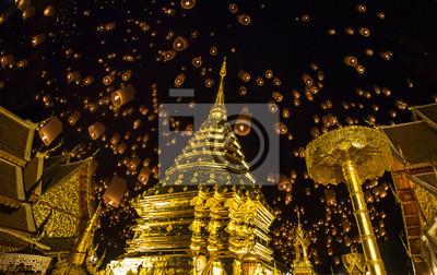 Постер Бангкок Золотая пагода и yeepengБангкок<br>Постер на холсте или бумаге. Любого нужного вам размера. В раме или без. Подвес в комплекте. Трехслойная надежная упаковка. Доставим в любую точку России. Вам осталось только повесить картину на стену!<br>