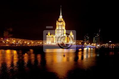Постер Москва Вид ночного Сталина vysotka в МосквеМосква<br>Постер на холсте или бумаге. Любого нужного вам размера. В раме или без. Подвес в комплекте. Трехслойная надежная упаковка. Доставим в любую точку России. Вам осталось только повесить картину на стену!<br>