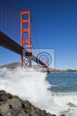 Постер Сан-Франциско Мост золотые Ворота w волныСан-Франциско<br>Постер на холсте или бумаге. Любого нужного вам размера. В раме или без. Подвес в комплекте. Трехслойная надежная упаковка. Доставим в любую точку России. Вам осталось только повесить картину на стену!<br>