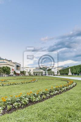 Постер Зальцбург Сад Мирабель (Mirabellgarten) в Зальцбург, АвстрияЗальцбург<br>Постер на холсте или бумаге. Любого нужного вам размера. В раме или без. Подвес в комплекте. Трехслойная надежная упаковка. Доставим в любую точку России. Вам осталось только повесить картину на стену!<br>