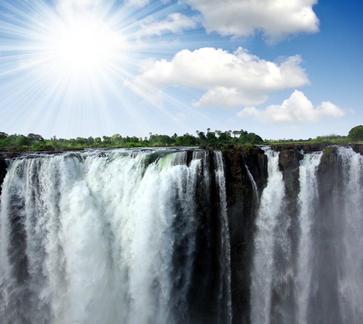 Постер Водопады Водопад Виктория на границе Зимбабве и ЗамбииВодопады<br>Постер на холсте или бумаге. Любого нужного вам размера. В раме или без. Подвес в комплекте. Трехслойная надежная упаковка. Доставим в любую точку России. Вам осталось только повесить картину на стену!<br>