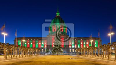 Постер Сан-Франциско San Francisco City Hall во время РождестваСан-Франциско<br>Постер на холсте или бумаге. Любого нужного вам размера. В раме или без. Подвес в комплекте. Трехслойная надежная упаковка. Доставим в любую точку России. Вам осталось только повесить картину на стену!<br>