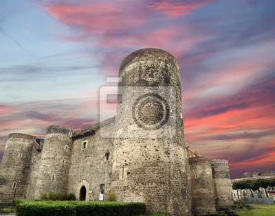 Постер Сицилия Castello Ursino-крепость в Италии, Сицилии, Южной ИталииСицилия<br>Постер на холсте или бумаге. Любого нужного вам размера. В раме или без. Подвес в комплекте. Трехслойная надежная упаковка. Доставим в любую точку России. Вам осталось только повесить картину на стену!<br>