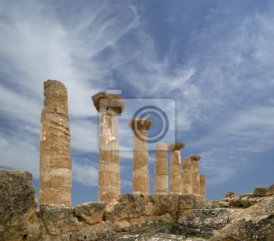 Постер Сицилия Остатки древнегреческого храма Геракла, СицилияСицилия<br>Постер на холсте или бумаге. Любого нужного вам размера. В раме или без. Подвес в комплекте. Трехслойная надежная упаковка. Доставим в любую точку России. Вам осталось только повесить картину на стену!<br>