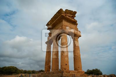 Постер Сицилия Древнегреческий Храм Dioscuri, СицилияСицилия<br>Постер на холсте или бумаге. Любого нужного вам размера. В раме или без. Подвес в комплекте. Трехслойная надежная упаковка. Доставим в любую точку России. Вам осталось только повесить картину на стену!<br>