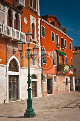 Постер Венеция Традиционной архитектуры в ВенецииВенеция<br>Постер на холсте или бумаге. Любого нужного вам размера. В раме или без. Подвес в комплекте. Трехслойная надежная упаковка. Доставим в любую точку России. Вам осталось только повесить картину на стену!<br>