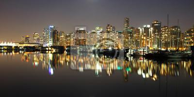 Постер Ванкувер Vancouver downtown ночь, Канады до н.э.Ванкувер<br>Постер на холсте или бумаге. Любого нужного вам размера. В раме или без. Подвес в комплекте. Трехслойная надежная упаковка. Доставим в любую точку России. Вам осталось только повесить картину на стену!<br>
