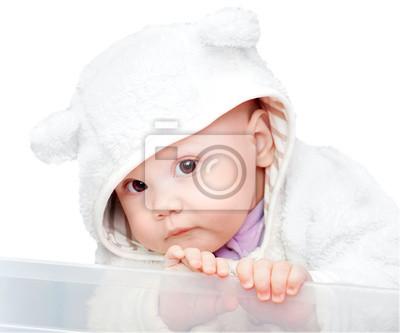 Постер Маленький ребенок в белый медведь костюм, изолированных на белом фонеДети<br>Постер на холсте или бумаге. Любого нужного вам размера. В раме или без. Подвес в комплекте. Трехслойная надежная упаковка. Доставим в любую точку России. Вам осталось только повесить картину на стену!<br>