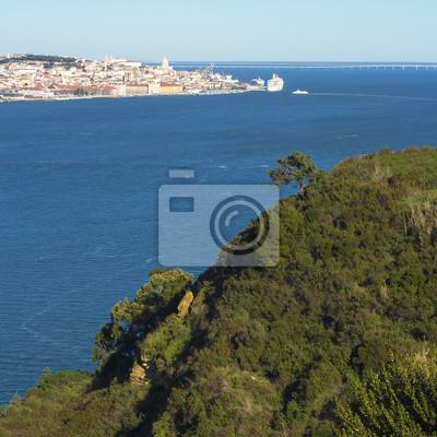 Постер Лиссабон Вид на старый районе Лиссабона Alfama Лиссабон<br>Постер на холсте или бумаге. Любого нужного вам размера. В раме или без. Подвес в комплекте. Трехслойная надежная упаковка. Доставим в любую точку России. Вам осталось только повесить картину на стену!<br>