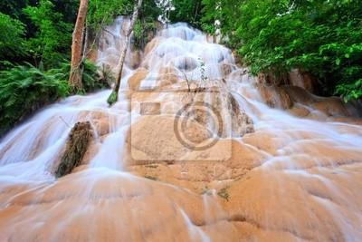 Постер Водопады Водопад в дождевой лес, к западу от ТаиландаВодопады<br>Постер на холсте или бумаге. Любого нужного вам размера. В раме или без. Подвес в комплекте. Трехслойная надежная упаковка. Доставим в любую точку России. Вам осталось только повесить картину на стену!<br>